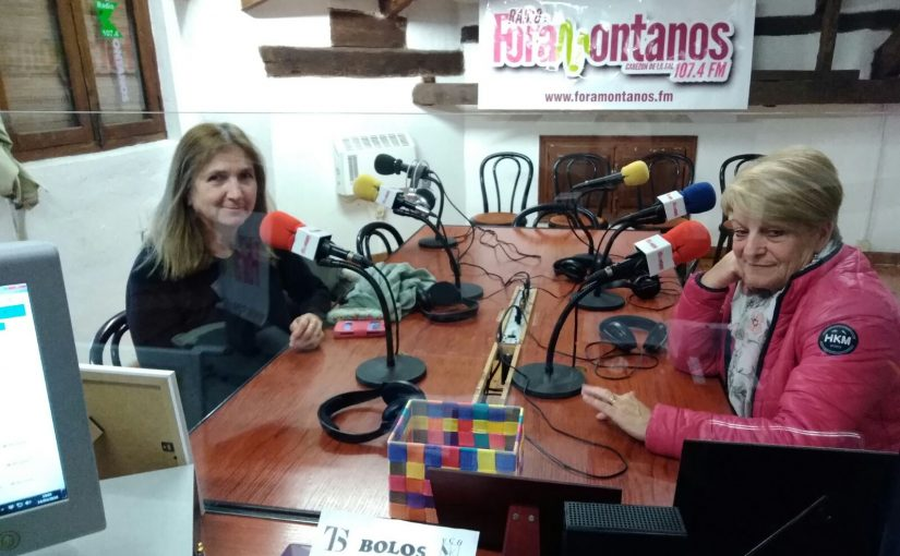 Julia y Esperanza, de la Asociacion Hoy por Ti.Sal, hablando sobre II Muestra del Certamen de Cortos