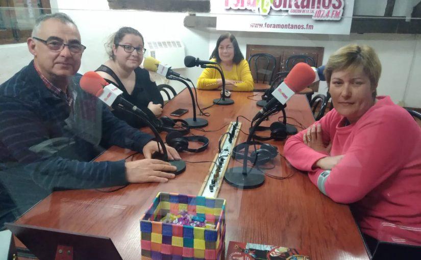 El alcalde pedaneo José Luis González Conchas, Laura, Alba y Flori nos hablan de la nueva biblioteca de Casar